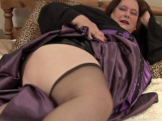 Bbw In Shiny Black Latex Rubs Her Soaked Mature Cunt